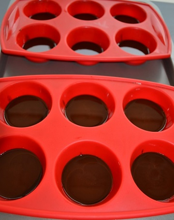 tray with chocs 360p