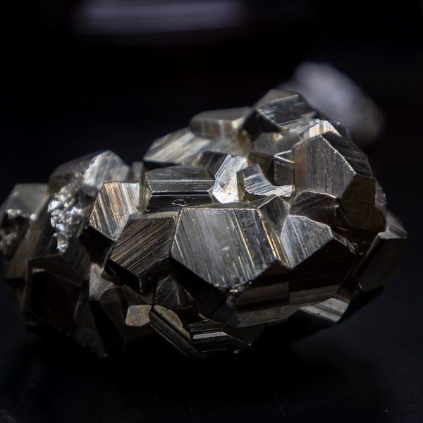 metal stone medium